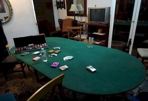 Γιαννιτσά: Έπαιζαν πόκα σε διαμέρισμα εν μέσω πανδημίας. Έντεκα συλλήψεις