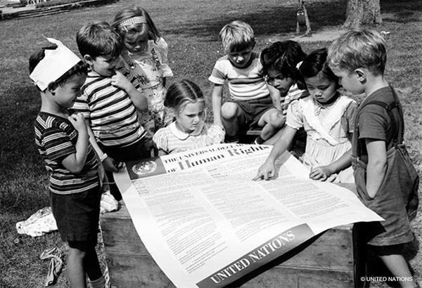 Σακελλαροπούλου: τα δικαιώματα αντλούν τη δύναμη και την αντοχή τους στην ιστορία
