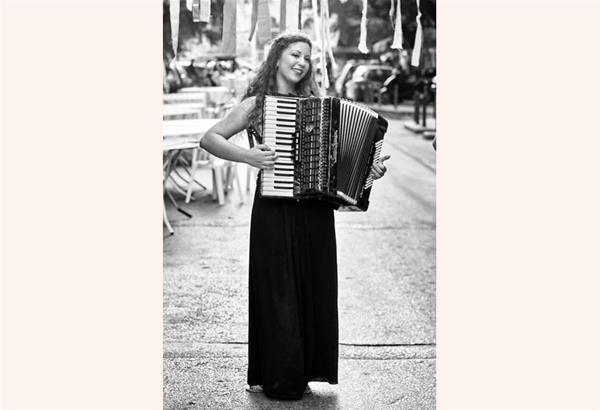 Έκθεση φωτογραφίας: Η μουσική του δρόμου του Θάνου Κοκκίνη