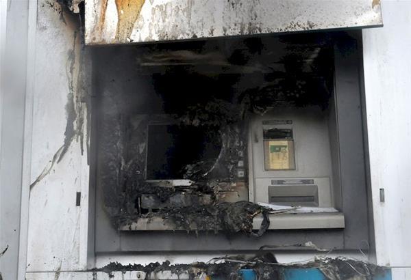 Πυρπόλησαν ΑΤΜ της Εθνικής Τράπεζας στο κέντρο της Θεσσαλονίκης