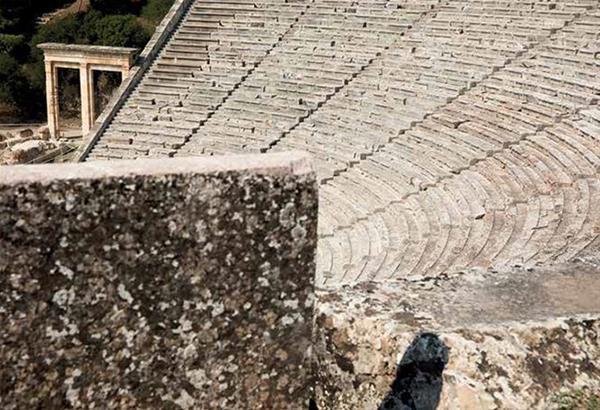 Φεστιβάλ Αθηνών και Επιδαύρου: Χώροι σε αναμονή | Εικαστικό Λεύκωμα