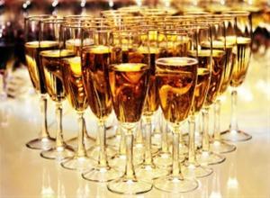 Cocktail party για το Κοινωνικό Παντοπωλείο Μ.Α.Ζ.Ι.