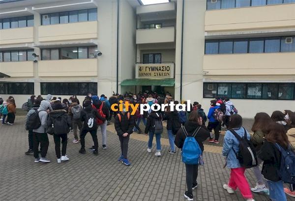 Επιστροφή στις τάξεις για τους μαθητές στα Γυμνάσια - Λύκεια της Θεσσαλονίκης. Φωτό