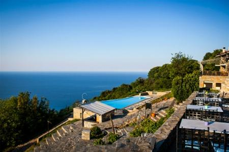 Dohos Hotel Experience: μέσα στο πράσινο με θέα το απέραντο γαλάζιο