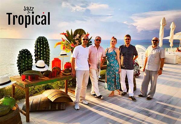 Χριστούγεννα στο Μέγαρο: Online «Groovy Christmas II» από τους Jazz Tropical