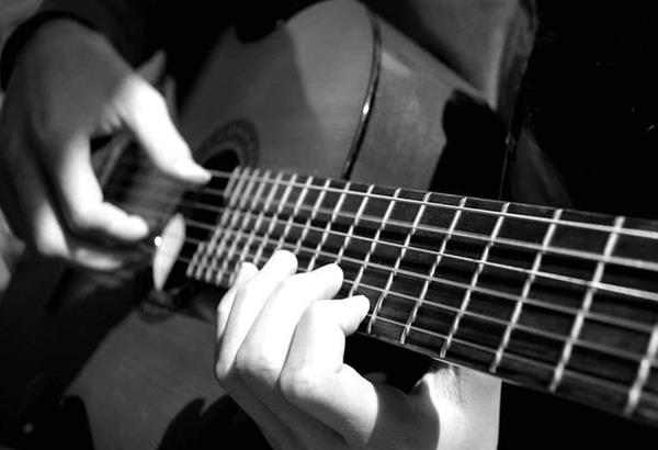 Μαθήματα κιθάρας ενηλίκων