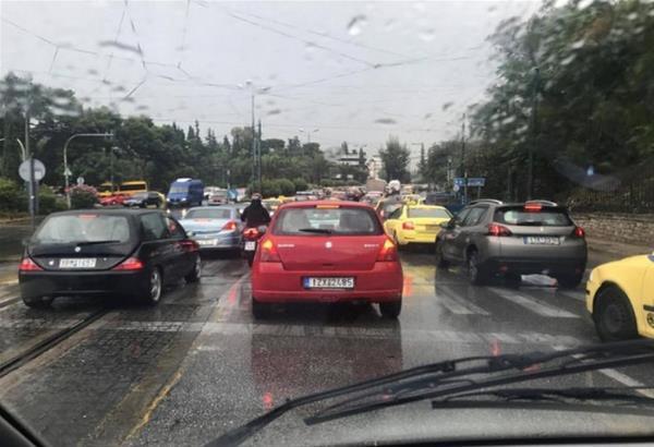 Περιφερειακός Θεσσαλονίκης: Τροχαίο και πτώση κολόνας - Μεγάλη Προσοχή.