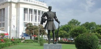 Ιστορικά αγάλματα της Θεσσαλονίκης- Άγαλμα Παύλου Μελά