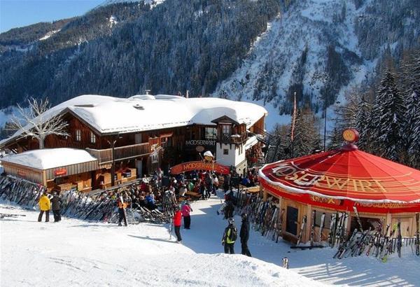 Αυστρία: 96 επίδοξοι τουρίστες σκιέρ σε υποχρεωτική καραντίνα στο θέρετρο του St Anton