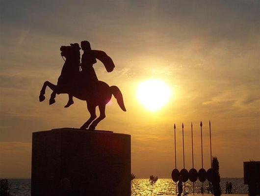 Σήμερα  το άγαλμα του Μεγάλου Αλεξάνδρου, στα χρώματα του Make-A-Wish