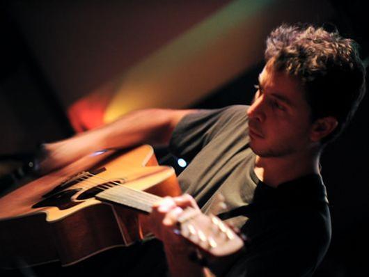 Ο Νίκος Ζουρνής στη μουσική σκηνή «Γάτα»