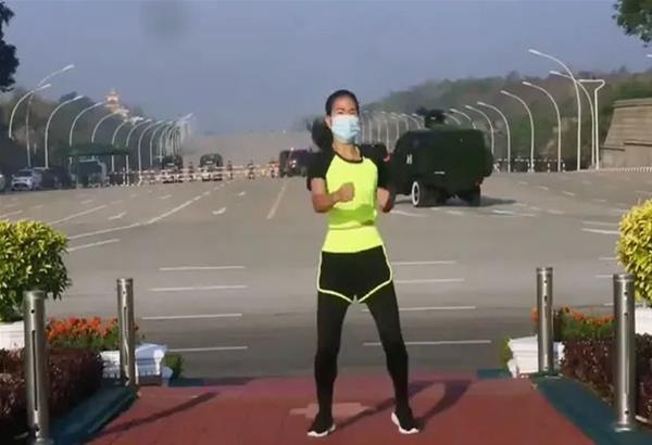 Μιανμάρ: Η σούρεαλ στιγμή που βίντεο γυμναστικής καταγράφει τυχαία στιγμές από το πραξικόπημα. Βιντεο