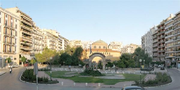 Η πεζοδρόμιση της Αγίας Σοφίας, έγινε «μπαλάκι» ανάμεσα στο Δήμο και την περιφέρεια