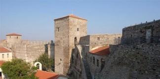 Άγιος Ελευθέριος, το παρεκκλήσι του Επταπυργίου (Γεντί Κουλέ)