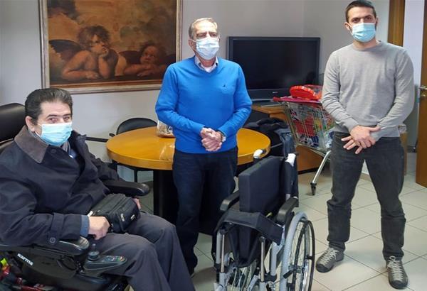 Περιβαλλοντική Ομάδα ΠΑΜΑΚ: Δώρισε αναπηρικό αμαξίδιο στον Πανελλήνιο Σύλλογο Παραπληγικών