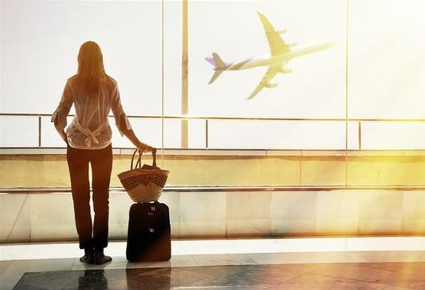 Φον ντερ Λάιεν: ''Ναι'' μόνο στα απαραίτητα ταξίδια συνιστά στους Ευρωπαίους