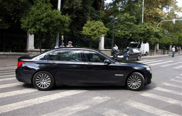 Αθάνατο Δημόσιο 2 – Οδηγοί έβγαιναν με τις φίλες τους με τα αυτοκίνητα του υπουργείου και τα χρέωναν 500 χλμ την ημέρα