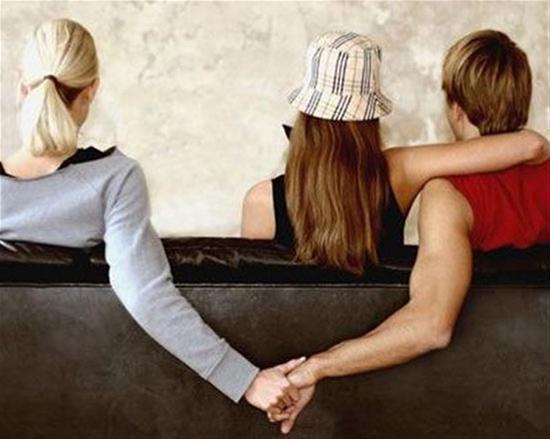 8 αλήθειες για την απιστία - το 56% των άπιστων ανδρών  ισχυρίζονται ότι  έχουν ευτυχισμένο γάμο