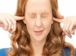 Γιατί βουίζουν τα αυτιά μου;