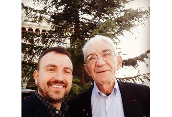 Μπουτάρης και Μπαρμπουνάκης τράβηξαν την πρώτη selfie μπροστά από το Χριστουγεννιάτικο Δέντρο στην Αριστοτέλους.