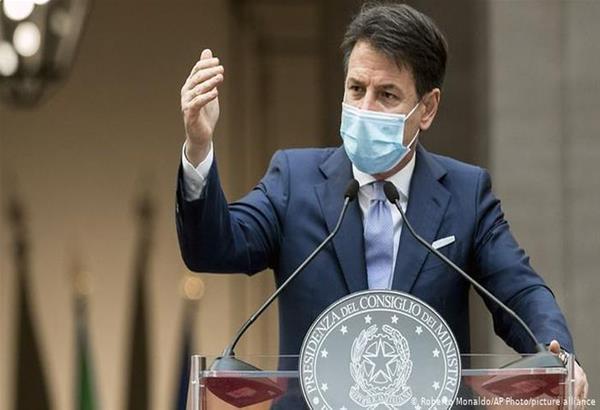 Ιταλία: Ο Κόντε απειλεί με μηνύσεις τις εταιρείες Pfizer και AstraZeneca