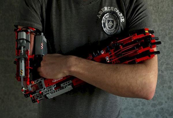 Ισπανία: Έφηβος κατασκεύασε το προσθετικό του χέρι με Lego