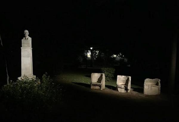 Η Ελευθερία Ντεκώ φωτίζει τα γλυπτά του Ζαππείου