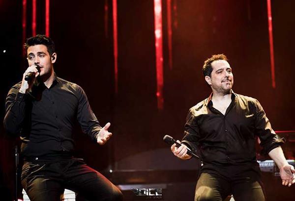 Μάκης Δημάκης και Κώστας Μαρτάκης στο Voice live stage