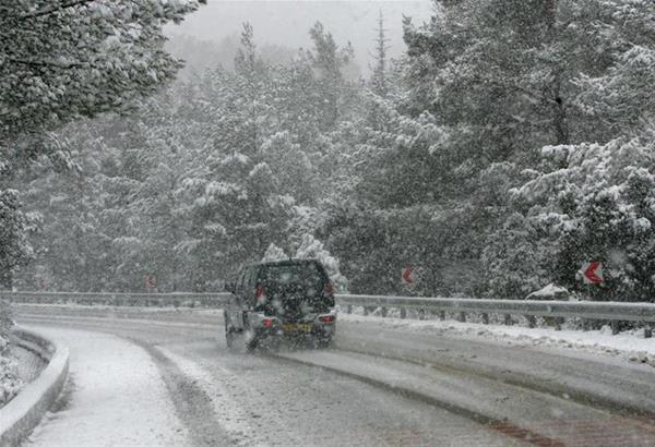 Οδηγίες της Πυροσβεστικής Υπηρεσίας για οδήγηση κατά τη διάρκεια χιονόπτωσης