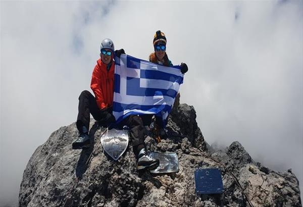 Έβερεστ: Δύο Ελληνίδες θέλουν να ανεβάσουν τη σημαία μας στη «Στέγη του Κόσμου»