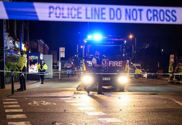 Λονδίνο: Άνδρας έριξε το αυτοκίνητό του σε αστυνομικό τμήμα και προσπάθησε να βάλει φωτιά
