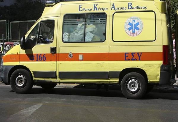 Θεσσαλονίκη: IX έπεσε πάνω σε παρκαρισμένο αυτοκίνητο για να αποφύγει πεζό (βίντεο)