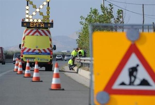 Eργασίες καθαρισμού φρεατίων στο παράπλευρο οδικό δίκτυο του Περιφερειακού Θεσσαλονίκης