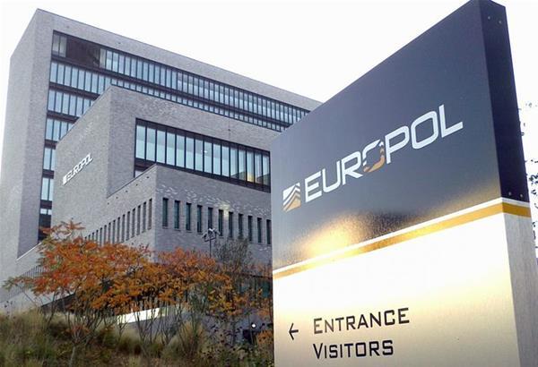 Συναγερμός στην Europol για πλαστά πιστοποιητικά μοριακού τεστ κορωνοϊού για ταξίδια (βίντεο)