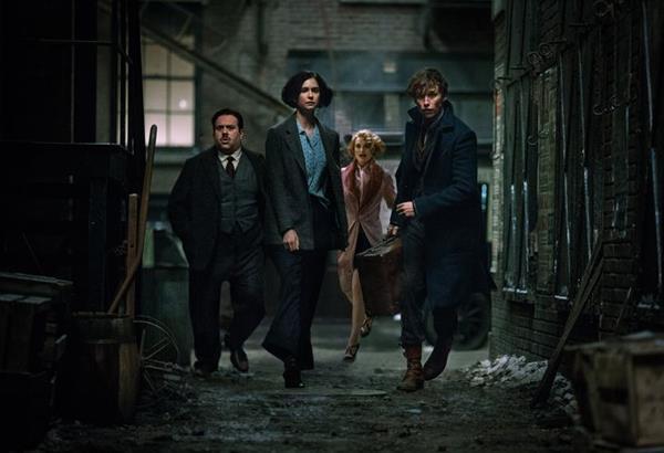 Fantastic Beasts 3: Σταμάτησαν τα γυρίσματα λόγω κρούσματος κορωνοϊού σε μέλος της παραγωγής