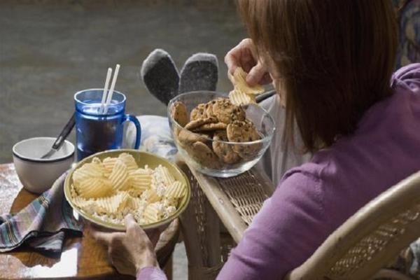 Τι δεν πρέπει να φάτε πριν πέσετε για ύπνο