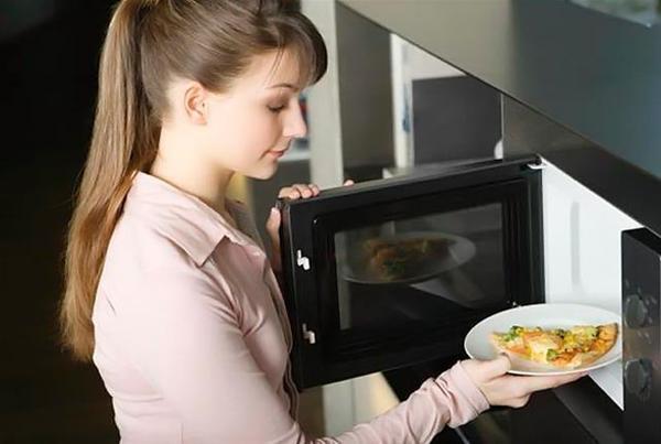 Φούρνος μικροκυμάτων: Πόσο ασφαλής είναι για την υγεία;