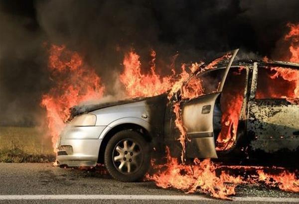 Θεσσαλονίκη: Εμπρηστική επίθεση σε εταιρικά οχήματα στην Πυλαία