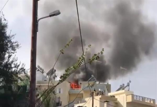 Ηράκλειο: Μεγάλη φωτιά σε ταράτσα πολυκατοικίας στο κέντρο της πόλης (βίντεο)
