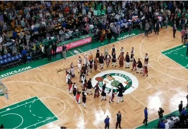 Μακεδονία Ξακουστή ακούστηκε στο γήπεδο των Celtics με τον Αντετοκούνμπο προς τιμή του Ελληνισμού