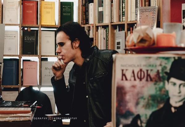 Γιώργος Αλισάνογλου   συνέντευξη: Η γλώσσα ως συνθήκη ελευθερίας της γενιάς μας