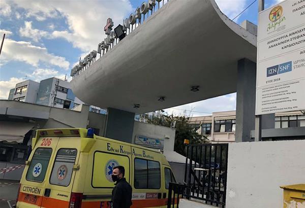 Θεσσαλονίκη: Μάχη των γιατρών για το μαθητή που έπεσε από τον 3ο όροφο (βίντεο)