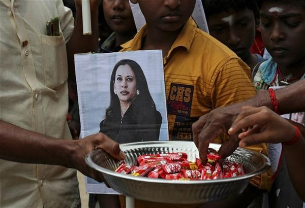 Ινδία: Οι εορτασμοί για το αξίωμα της Καμάλα Χάρις  στο χωριό του παππού της (βίντεο)
