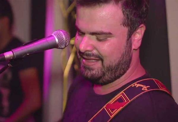 Ο Ηλίας Καμπακάκης στο Casper at Verykoko