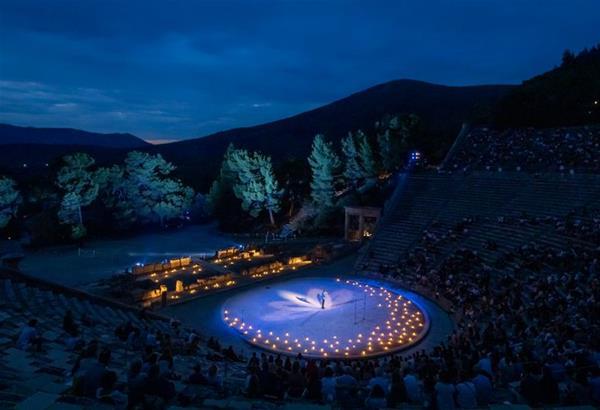Δείτε Πρωτοχρονιά, τη συναυλία του Λεωνίδα Καβάκου στην Επίδαυρο