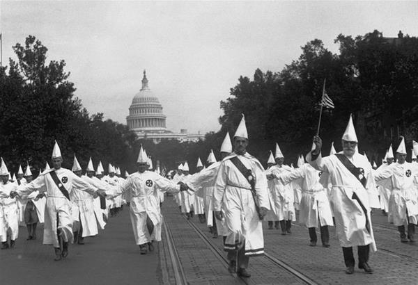 Εφημερίδα στις ΗΠΑ ζητά από την Κου Κλουξ Κλαν να λιντσάρει τους Δημοκρατικούς και να «καθαρίσει» την Ουάσιγκτον
