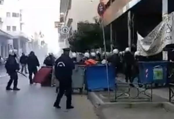 Πάτρα: Επεισόδια με αντιεξουσιαστές σε συγκέντρωση υπέρ του Κουφοντίνα (βίντεο)