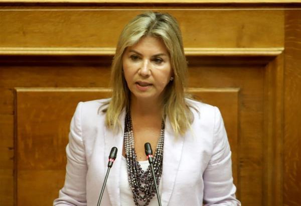 Ζέτα Μακρή: Ανασκεύασε τις δηλώσεις της η Υφυπουργός μετά τον σάλο που προκλήθηκε