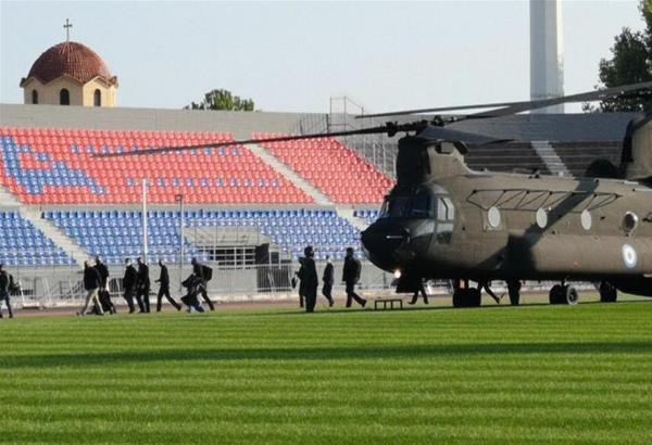 Άφιξη του Πρωθυπουργού με στρατιωτικό ελικόπτερο στα Τρίκαλα (βίντεο)