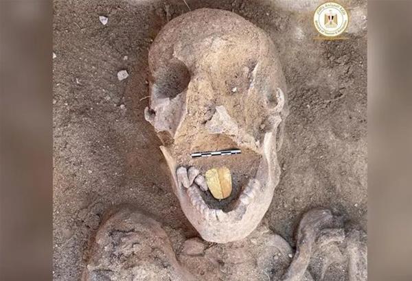 Αίγυπτος: Μοναδικό ανασκαφικό εύρημα η μούμια με τη χρυσή γλώσσα
